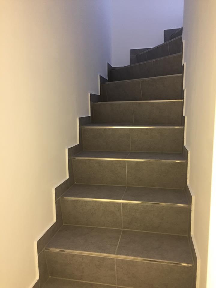 Hochwertige Fliesenverlegung Treppe